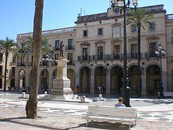 Ayuntamiento de VNG. Fuente: Wikimedia Commons.