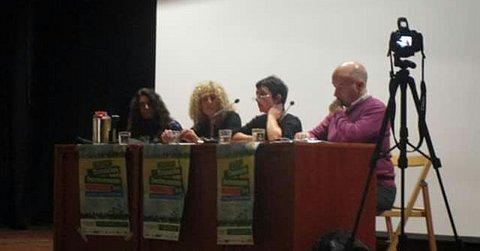 Begoña de Bernardo (Véspera de Nada) moderando el debate con Ana Huertas, Teresa Moure y Xoán Doldán.