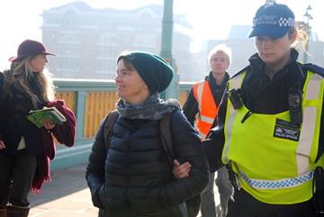 Una de las personas arrestadas en la acciones de Extinction Rebellion (Emma, de Totnes). Foto: Kay Michael