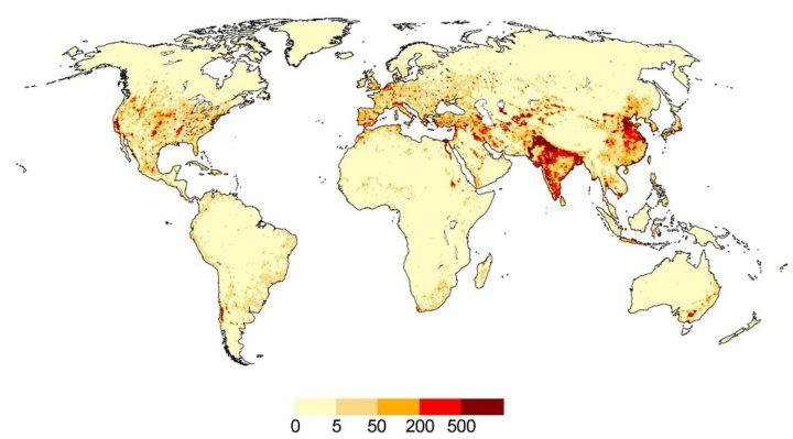 Extracciones totales de agua alrededor del año 2000, en mm / año (promedio 1998-2002). 1 mm es equivalente a 1 l de agua por m². La resolución es 0.5 ° de longitud x 0.5 ° de latitud (equivalente a 55 km x 55 km en el ecuador). Calculado por el modelo global de agua dulce WaterGAP.
