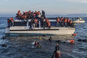Refugiados sirios e iraquíes llegan a la isla de Lesbos en Grecia - Wikimedia