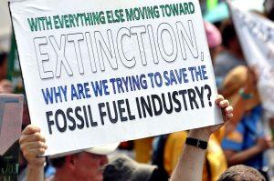 """People's Climate March (2017) : """"Con todo lo demás avanzando hacia la extinción, ¿por qué estamos tratando de salvar la industria de los combustibles fósiles?"""""""