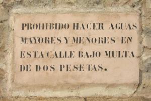 Sepúlveda - Segovia prohibiendo defecar y orinar en la vía pública como medida de higiene pública.