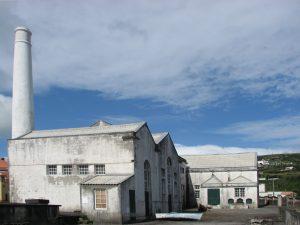 Antigua fábrica de la industria ballenera en Flores.