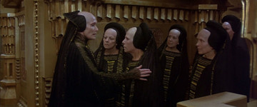 Siân Phillips, Angélica Aragón y otras actrices caracterizadas como Bene Gesserit en la adaptación de David Lynch (1984)