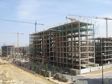 Edificiones en construcción en Zaragoza. Fuente: Wikimedia Commons.