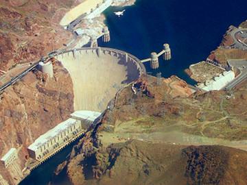 Vista aérea de la presa de Hoover, en los EE. UU. Fuente: Wikimedia Commons.